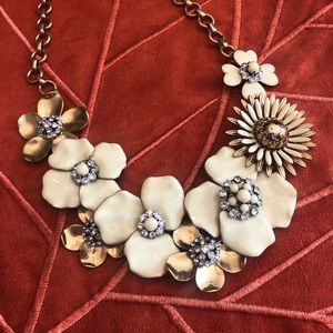Stella & Dot Jewelry - RARE Stella & Dot Bloom necklace in cream & gold